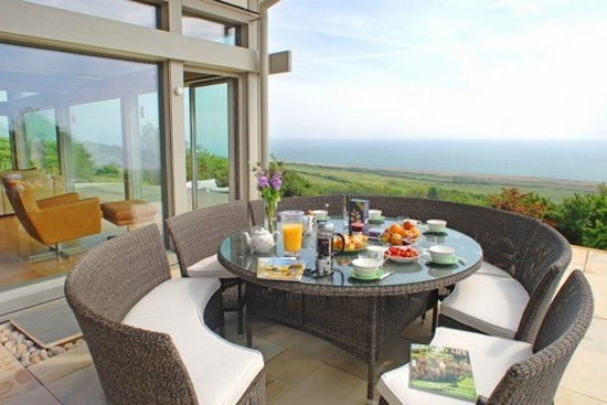 Beach haus perfect vacation house dorset uk for Apartment patio furniture ideas