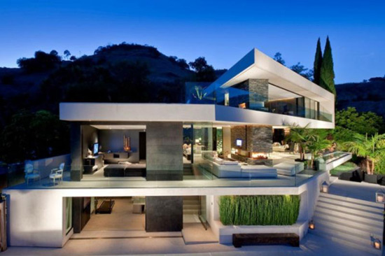 Openhouse Teeters Gracefully on Hollywood Hills