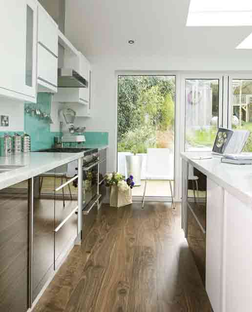 small kitchen design glossy-surfaces