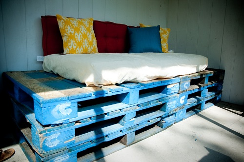 couch made of wooden pallets